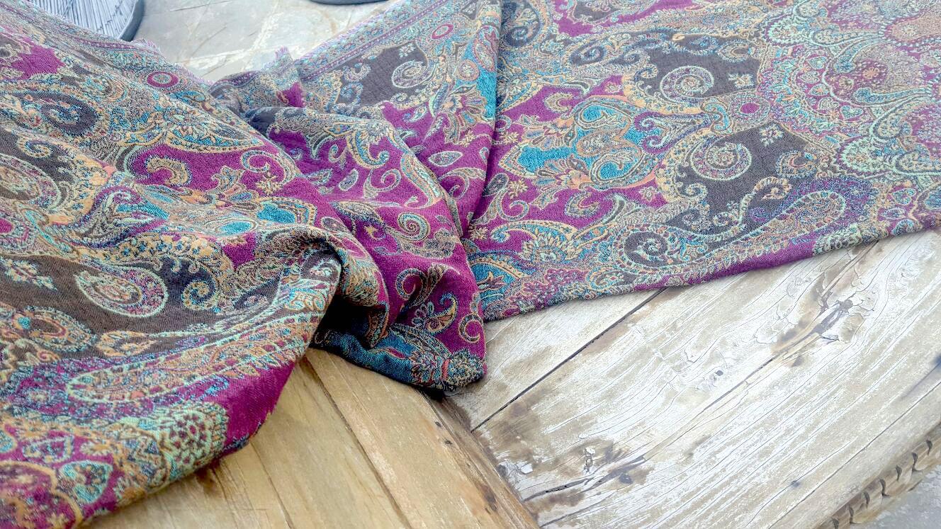 1e5ff4057a1 Le Patio aktuální zimní kolekcí šál a šátků osobně vybíraných v Indii  potěší každou ženu